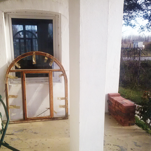 altes rundbogenfenster