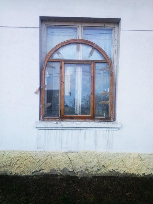 rundbogefenster bauernhaus
