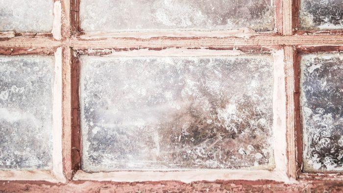 Wie kittet man Fenster mit Leinölkitt?